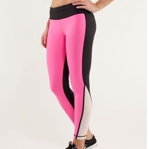 •	Lululemon Run: Pace Tight Pinkelicious / Black